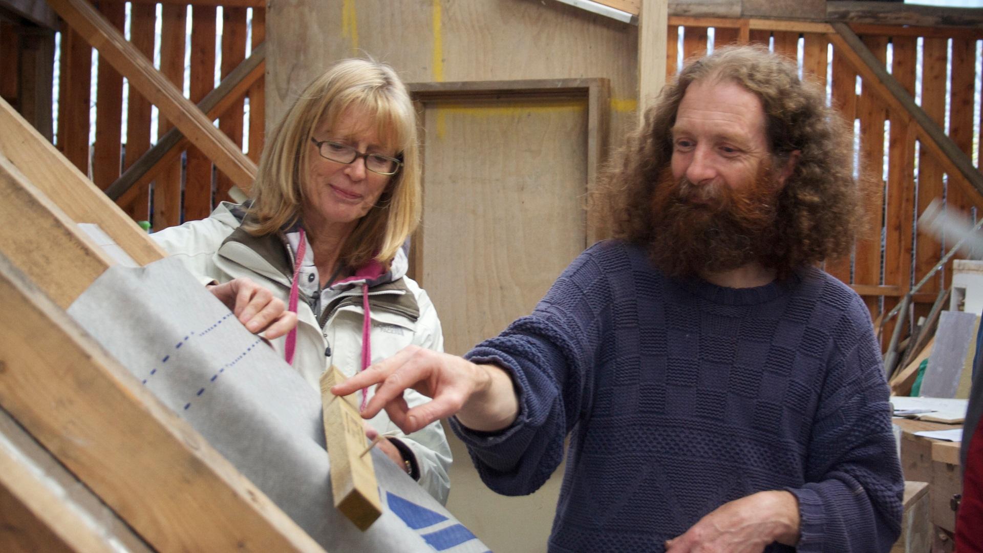 Installing insulation (demonstration)